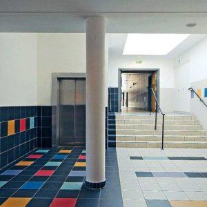 Tegels voor gemeenschapsgebouwen, scholen, kinderdagverblijven, culturele ruimtes, sportcentra, openbare gebouwen