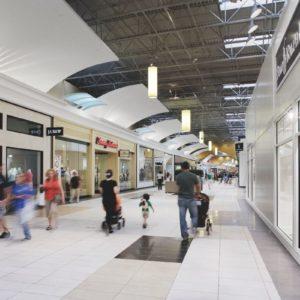 Tegels voor grootwarenhuizen, winkelcentra, industriële gebouwen, werkplaatsen, garages, magazijnen